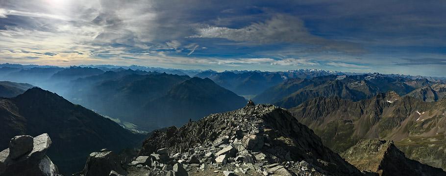 Blick vom Piz Linard zur Bernina Gruppe