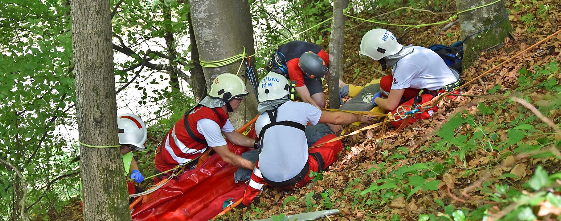 Bergung in steilem Gelände - Rotes Kreuz Hohenems